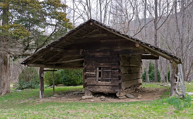 Smoky Mountains corncrib built in 1870s